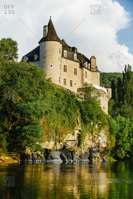 Hotel and restaurant in Lacave above the Dordogne river