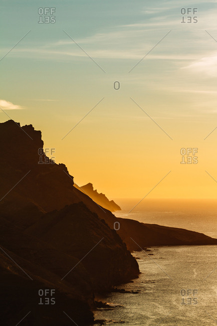 Picturesque view of sun above ocean