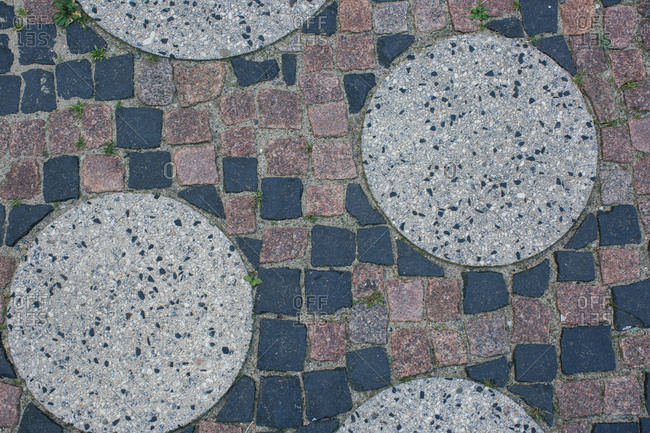 Patio with round and square pavers