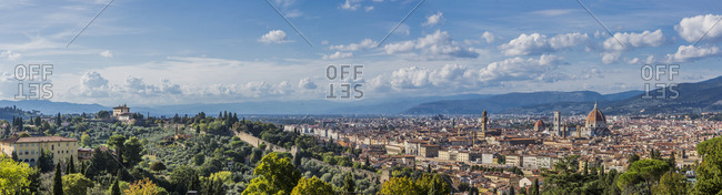 Italy, Tuscany, Florence . View of the town with Santa Maria del Fiore Cathedral (Duomo) and on the left Forte Belvedere