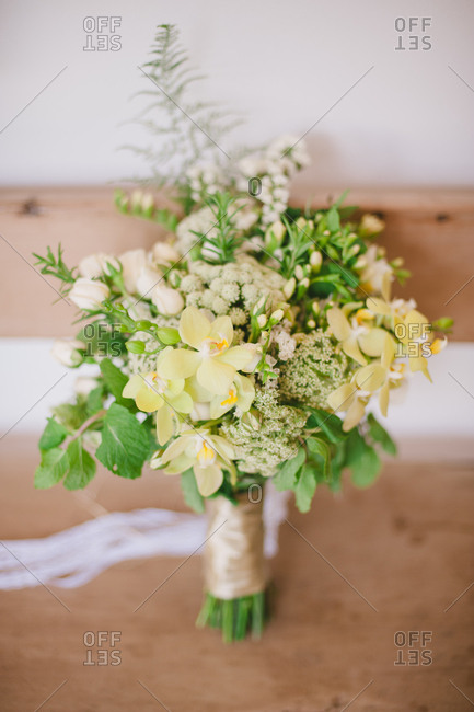 Bridal bouquet with yellow and white flowers
