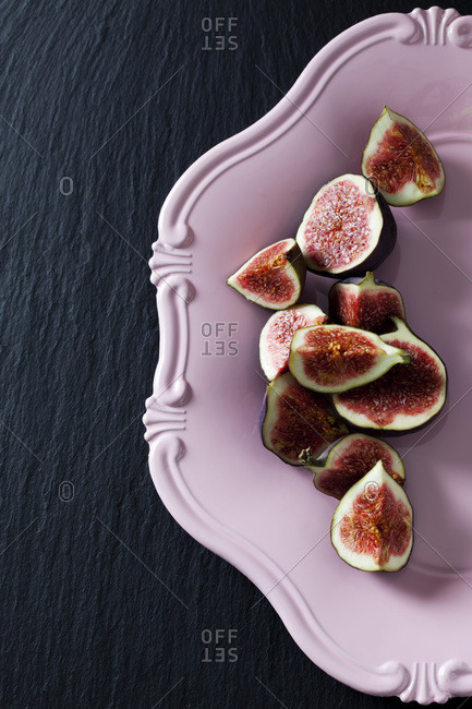 Sliced figs on pink plate
