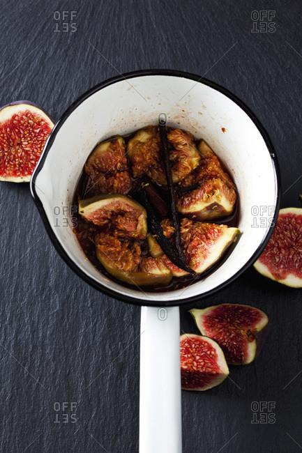 Preparing fig compote