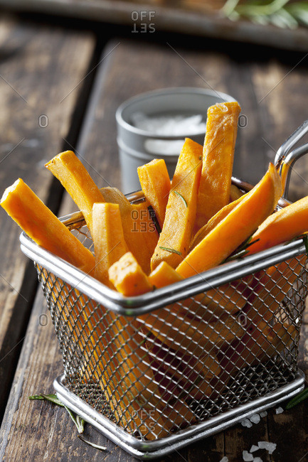 Sweet potato fries with rosemary in chip basket