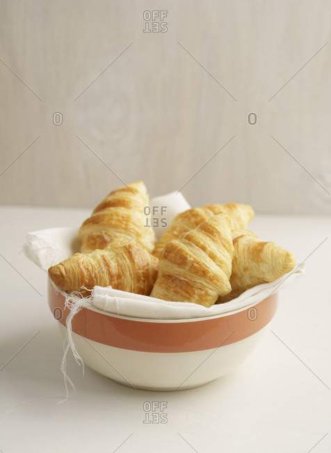Croissants in a bowl - Offset