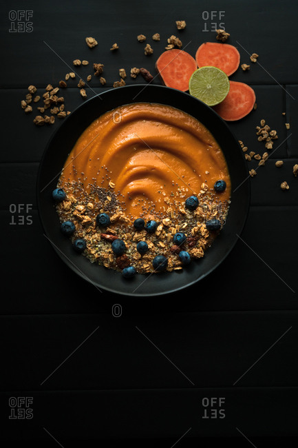 Sweet potato smoothie with oats and blueberries