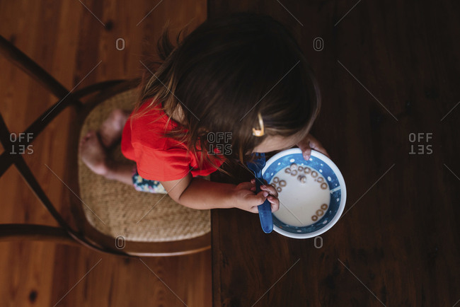 Toddler eating cereal with fork