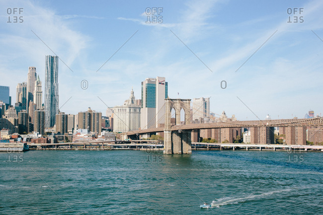 View of the New York City skyline and the Brooklyn bridge in NYC