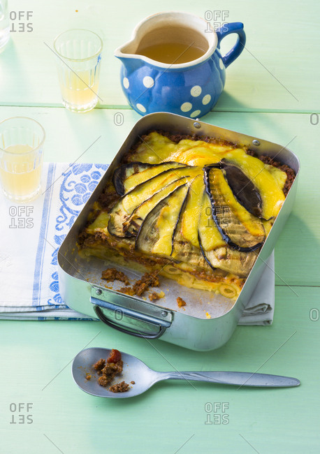 Casserole with aubergine and mincemeat