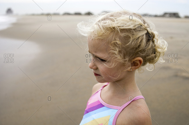 Thoughtful girl looking away at beach