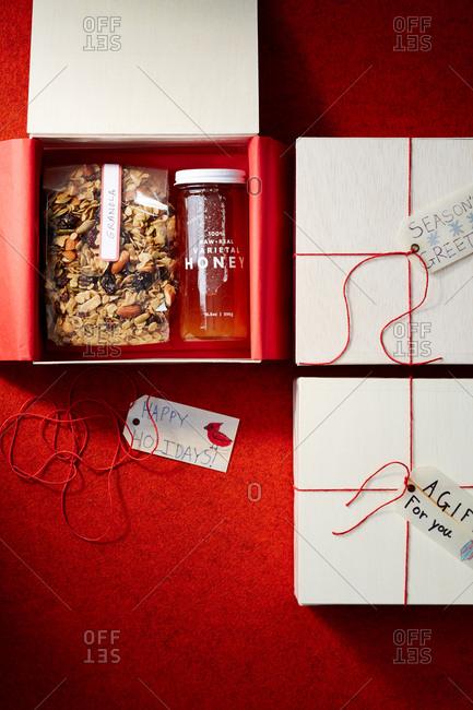 Granola and honey holiday gifts