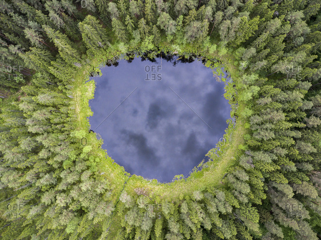 Lake in the forest - Offset