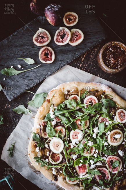 Pizza with fig jam, goat cheese and arugula