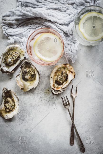 Kusshi oysters served with lemon water