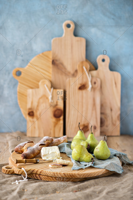 Pears, bread and cheese on a cutting board