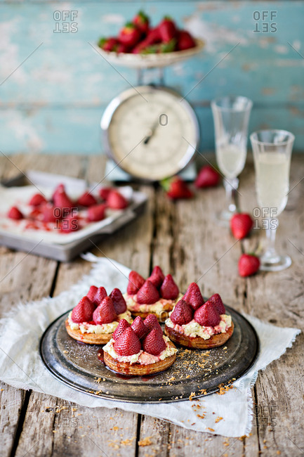Roasted strawberry tarts with cannoli cream