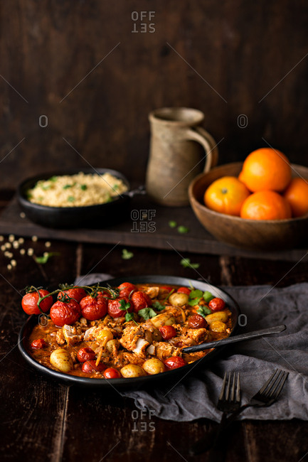 Dish with tomato, chicken and potatoes