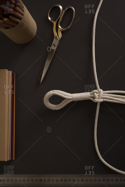 Overhead of tied strings on table
