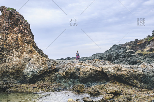 Australia, New South Wales, Woman standing on cliff and looking at view