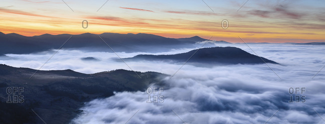 Ukraine, Zakarpattia region, Rakhiv district, Carpathians, Chornohora, Sheshul, Mist over mountains at dawn