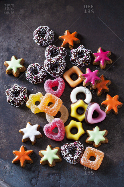 Jelly confectionery- colored cinnamon stars and other Christmas cookies on dark ground