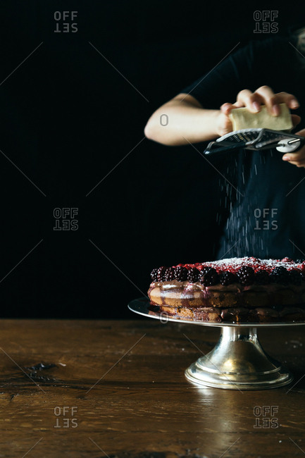 Baker sprinkling cake