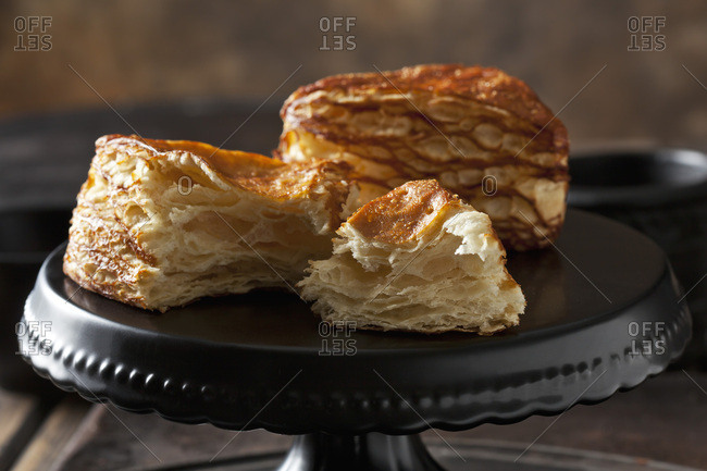 Pretzel pastry on cake stand