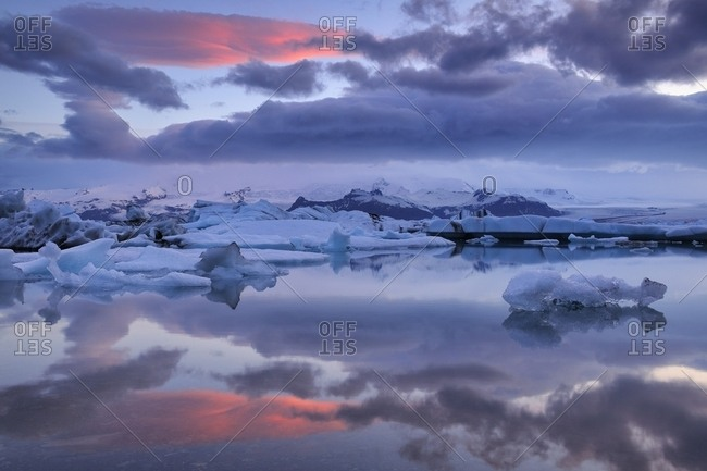Evening mood at the Jokulsarlon glacier lagoon, icebergs floating behind the Vatnajokull glacier, Southern Region, Iceland, Europe
