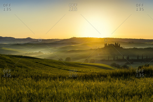 Sunrise, landscape with farmhouse and cypress trees, near San Quirico d\'Orcia, Val d\'Orcia, Province of Siena, Tuscany, Italy, Europe