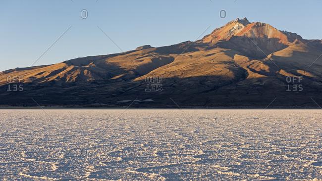 Volcano Cerro Tunupa with Salar de Uyuni, Altiplano, 3670 m above sea level, Bolivia, South America