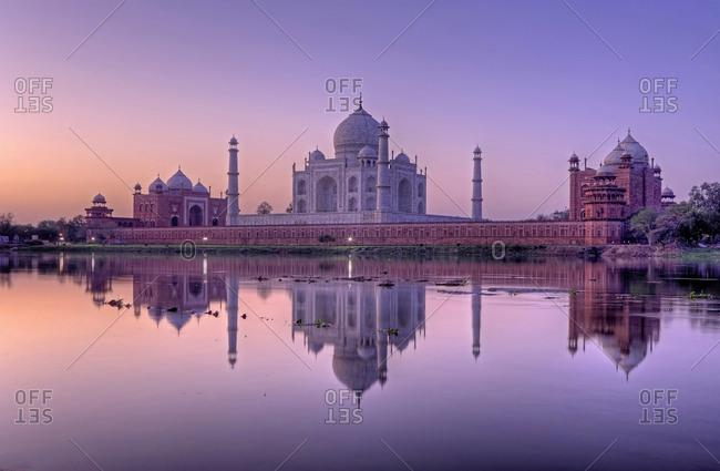Taj Mahal with water reflection, sunrise, morning atmosphere, Agra, Uttar Pradesh, India, Asia