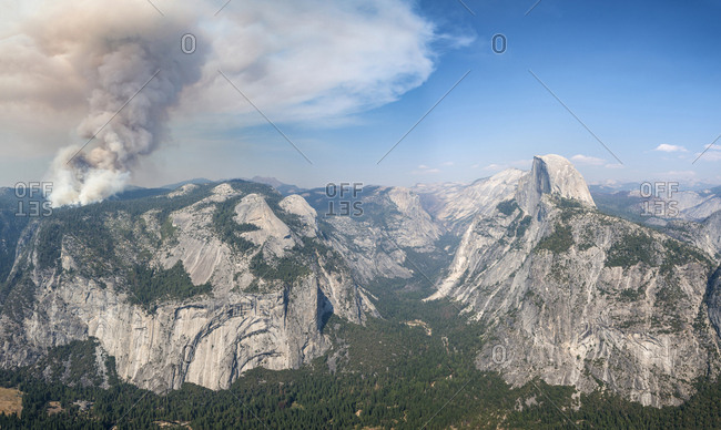 View from Glacier Point to Yosemite Valley with Half Dome, Forest fire with smoke, Yosemite National Park, California, USA, North America