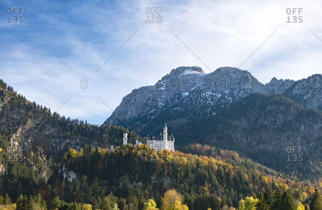 Neuschwanstein Castle in autumn, Schwangau, East Allgau, Allgau, Swabia, Upper Bavaria, Bavaria, Germany, Europe