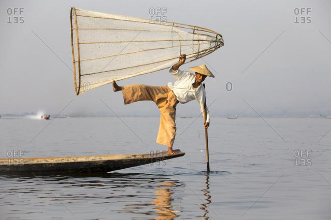 March 15, 2017 - Leg rower, Intha fishermen on Inle Lake, Myanmar, Asia