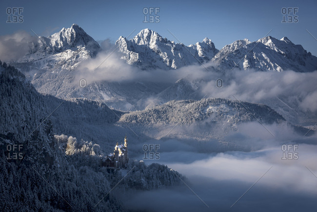Neuschwanstein Castle with snowy mountains, Allgau Alps, Fussen, Allgau, Bavaria, Germany, Europe