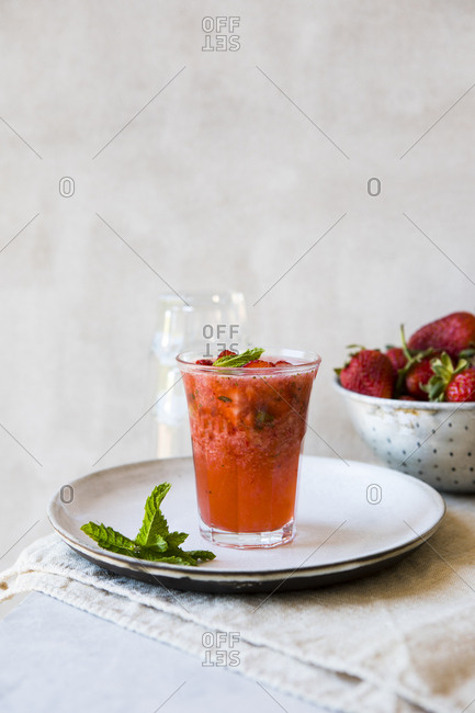 Carbonated strawberry drink with fresh strawberries