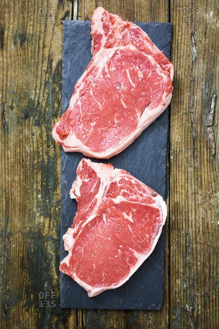 Raw beefsteaks
