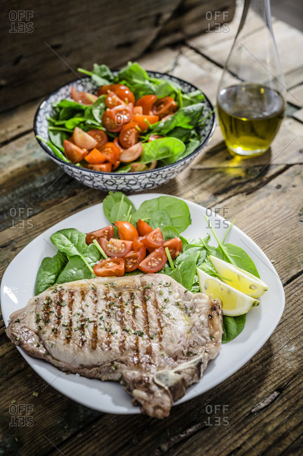 Roasted beefsteak with rosemary- spinach salad with tomato- lemon