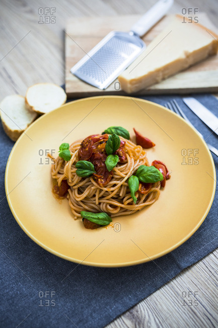 Spaghetti with cherry tomatoes and basil on a plate