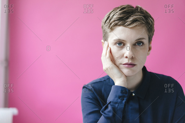 Portrait of short-haired woman - Offset