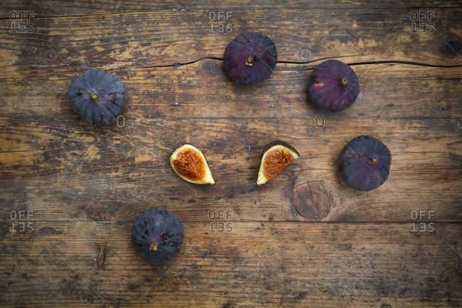 Organic figs on wood