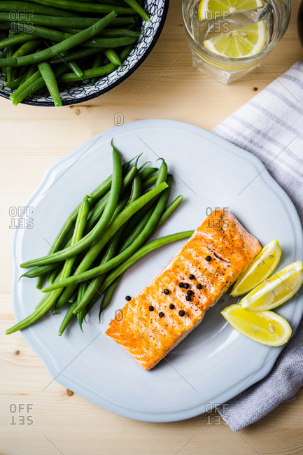 Roasted salmon and green beans dinner