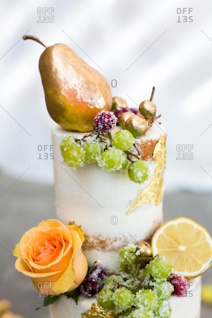 Vanilla cake with golden pear and fruit