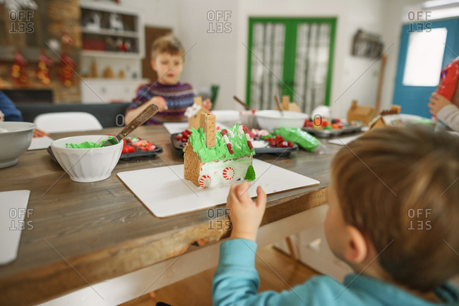 Family decorating gingerbread houses