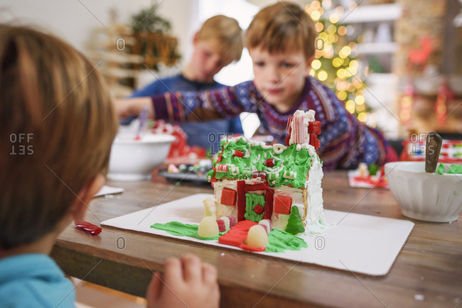 Family making gingerbread houses