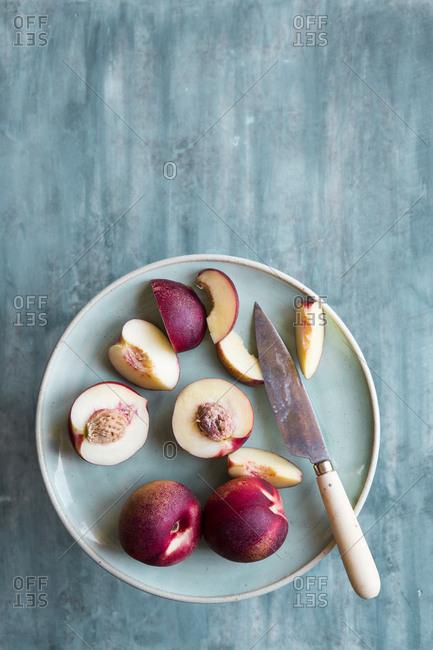 Plate of fresh cut white nectarines