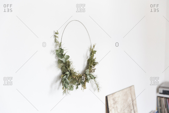 Leafy wreath on wall in a modern decorated apartment in Antwerp
