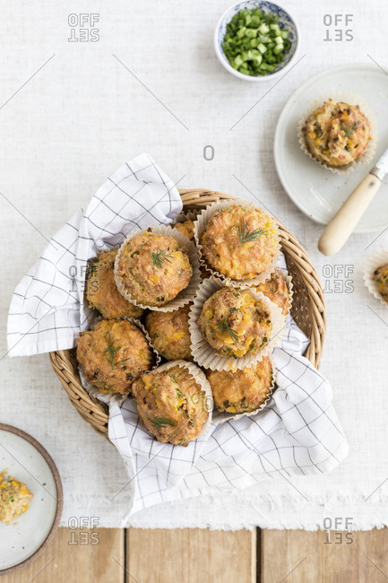 Cornbread muffins with cheddar and dill