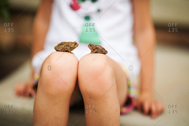 Toads on young girls knees