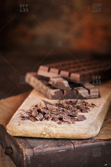 Cutting chocolate bar